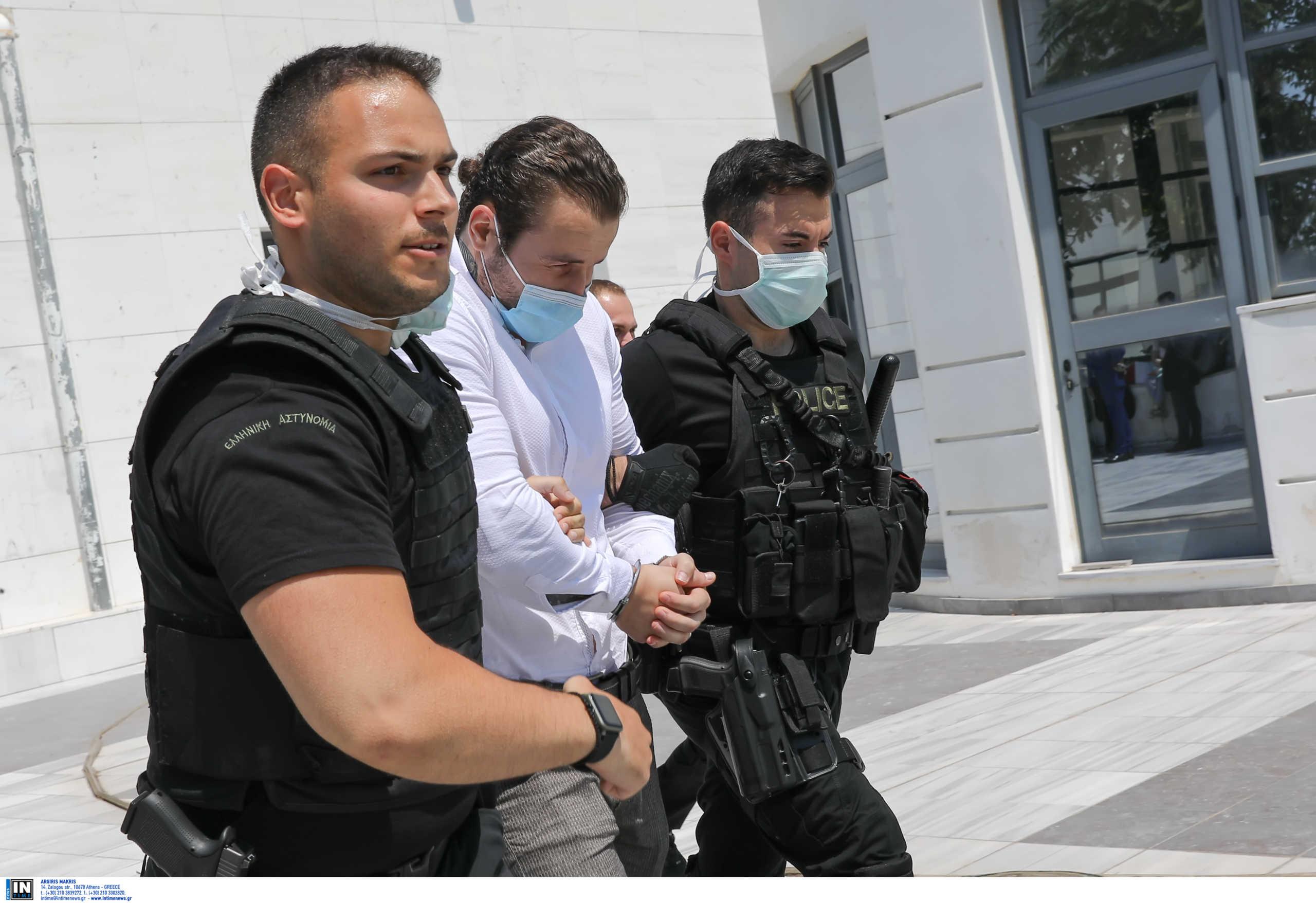"""Δίκη Μακρή: """"Καταπέλτης"""" ο εισαγγελέας για τους 2 κατηγορούμενους για τη δολοφονία του επιχειρηματία"""