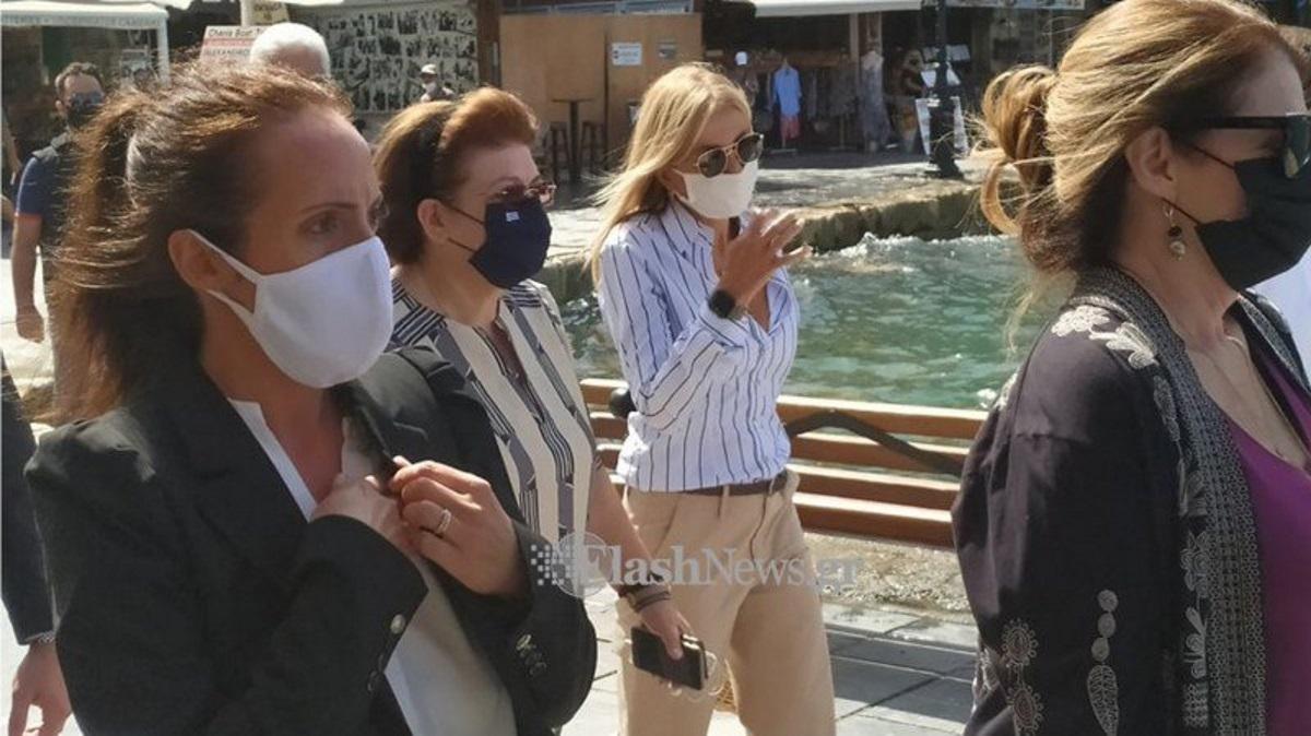 Εικόνες με την Μαρέβα Μητσοτάκη να ξεναγεί στα Χανιά την σύζυγο του Μ. Πομπέο (pics)