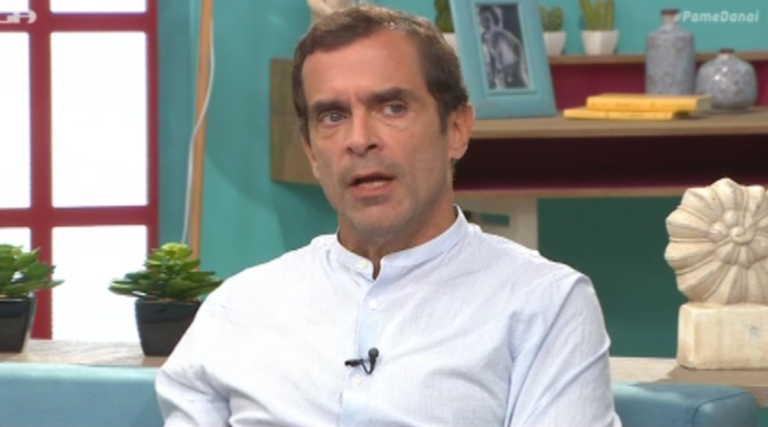 Ο Κωνσταντίνος Μαρκουλάκης απαντά για την σχέση του με γνωστό σκηνοθέτη που έχει δεχθεί καταγγελίες