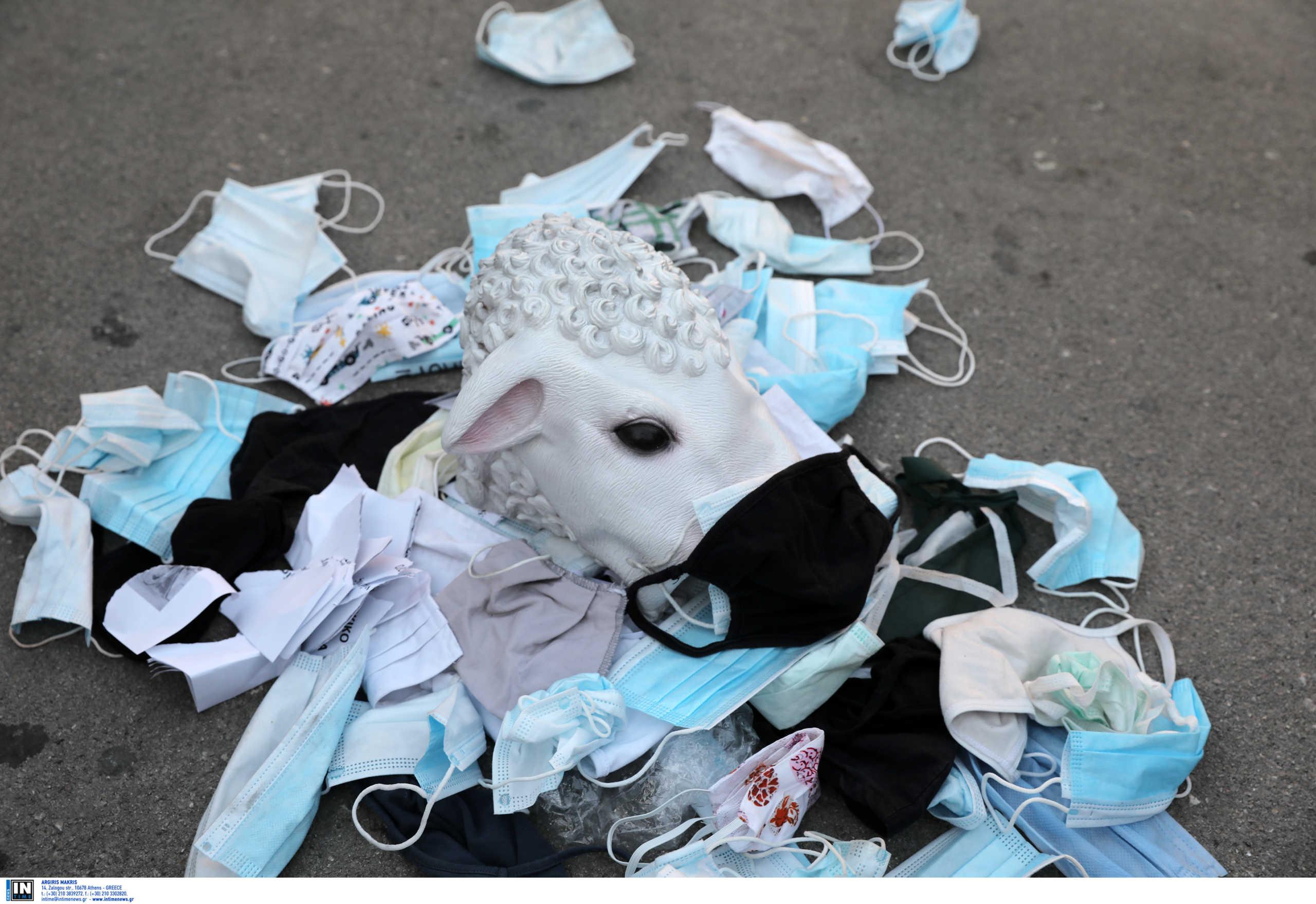 Οργή Κικίλια για τους αρνητές της μάσκας: «Να πάνε στα νοσοκομεία Παίδων και τις ΜΕΘ για να πειστούν»