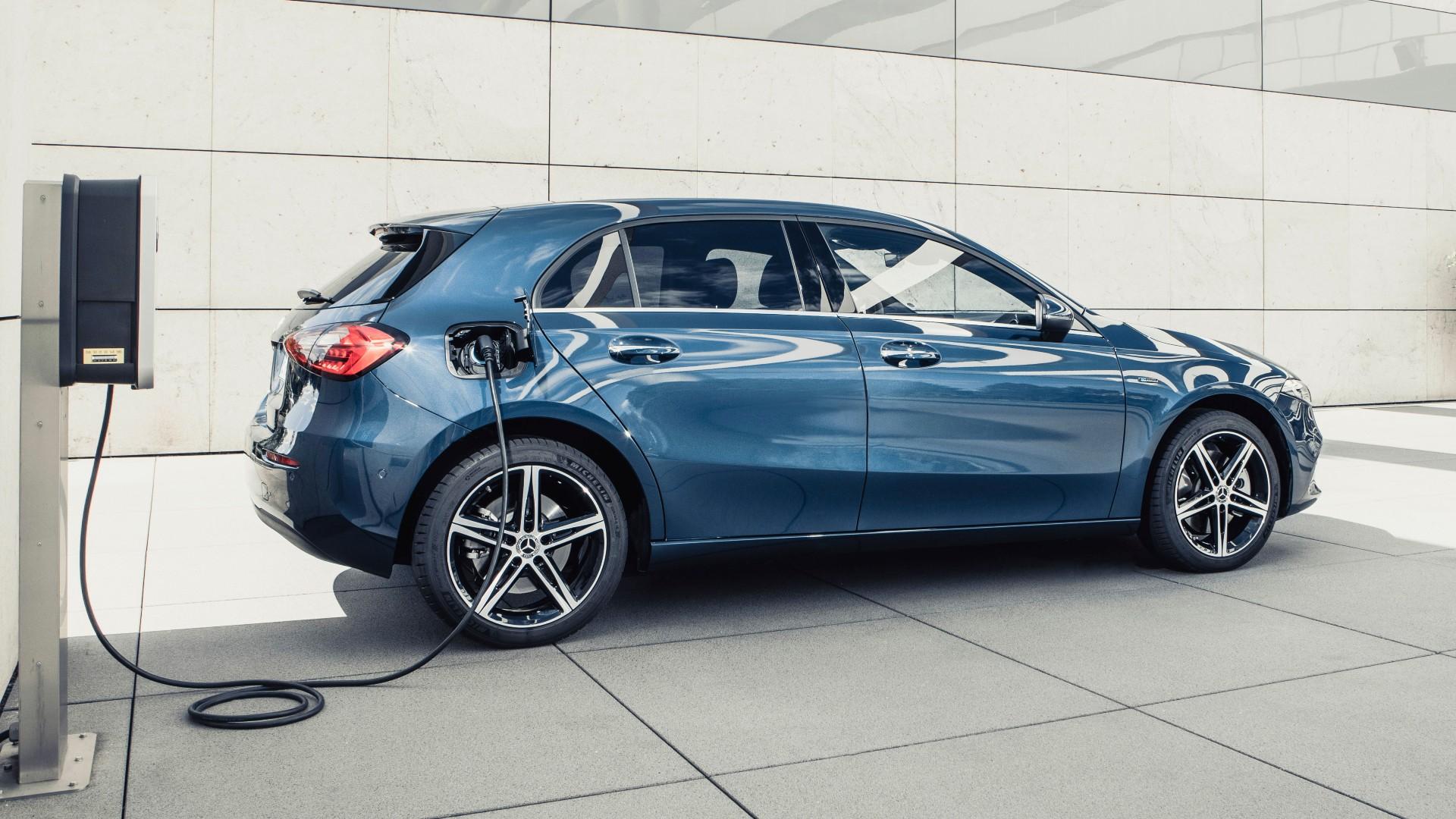 Πόσο κοστίζει η υβριδική Mercedes-Benz A250e στην Ελλάδα;