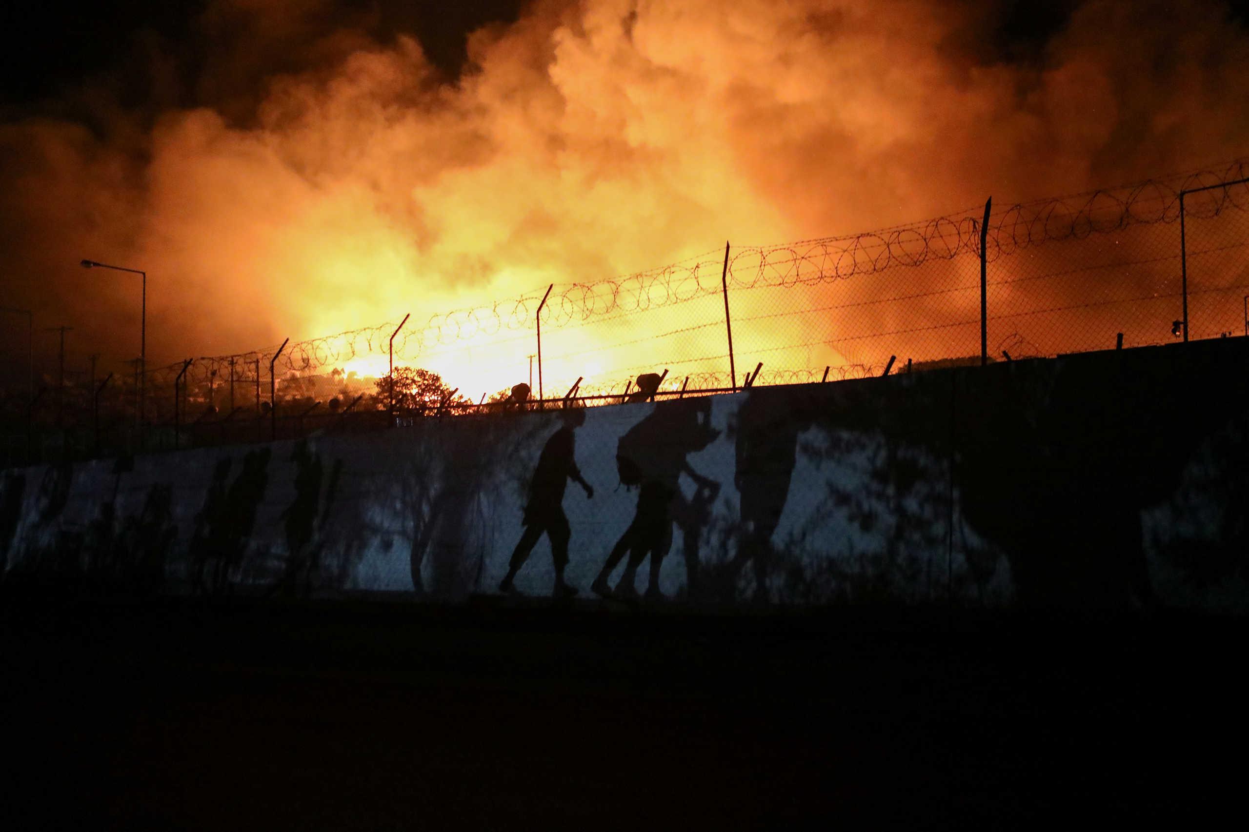 Φωτιά στη Μόρια: Εντολή να ενεργοποιηθεί η ΕΥΠ – Ψάχνουν αν υπάρχει προβοκάτσια
