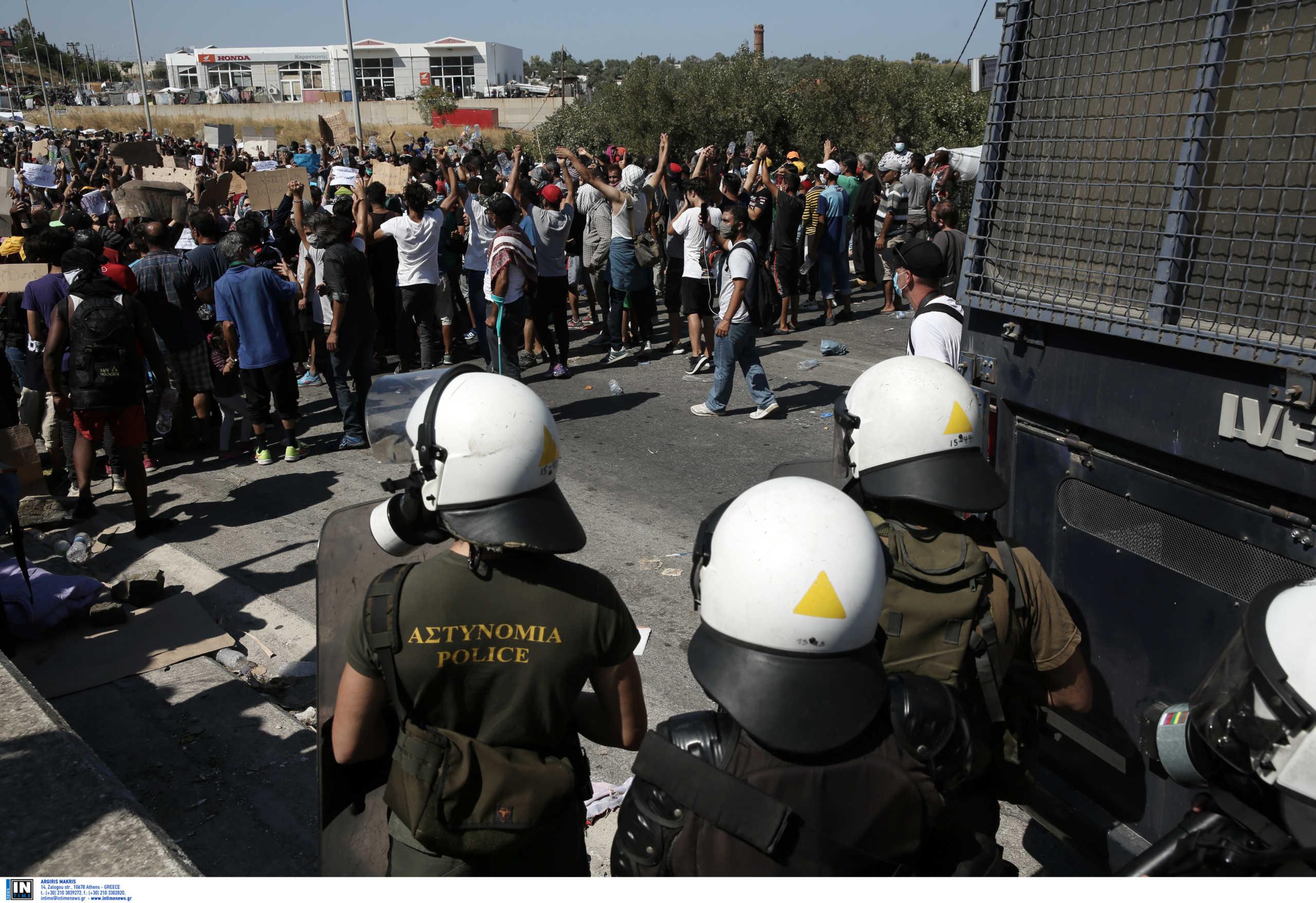 Μόρια: Στο Καρά Τεπέ οι πρόσφυγες εν μέσω αντιδράσεων – Με ελικόπτερα μεταφέρουν τις σκηνές! (pics)