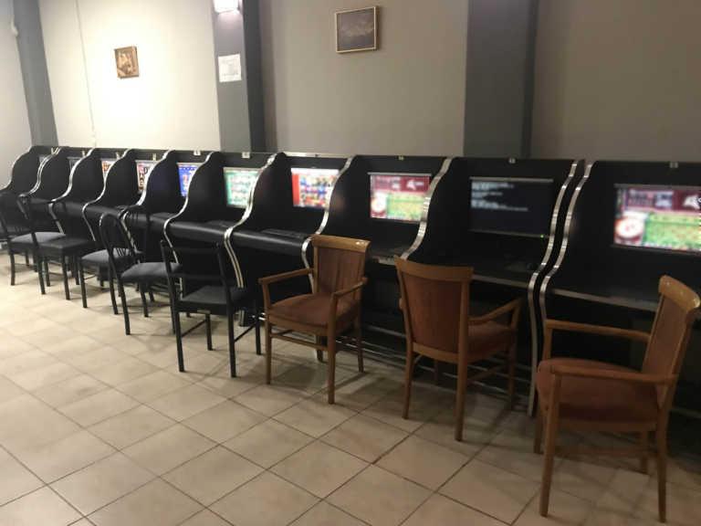 Αθήνα: Τρεις συλλήψεις σε δύο καταστήματα για παράνομα τυχερά παιχνίδια