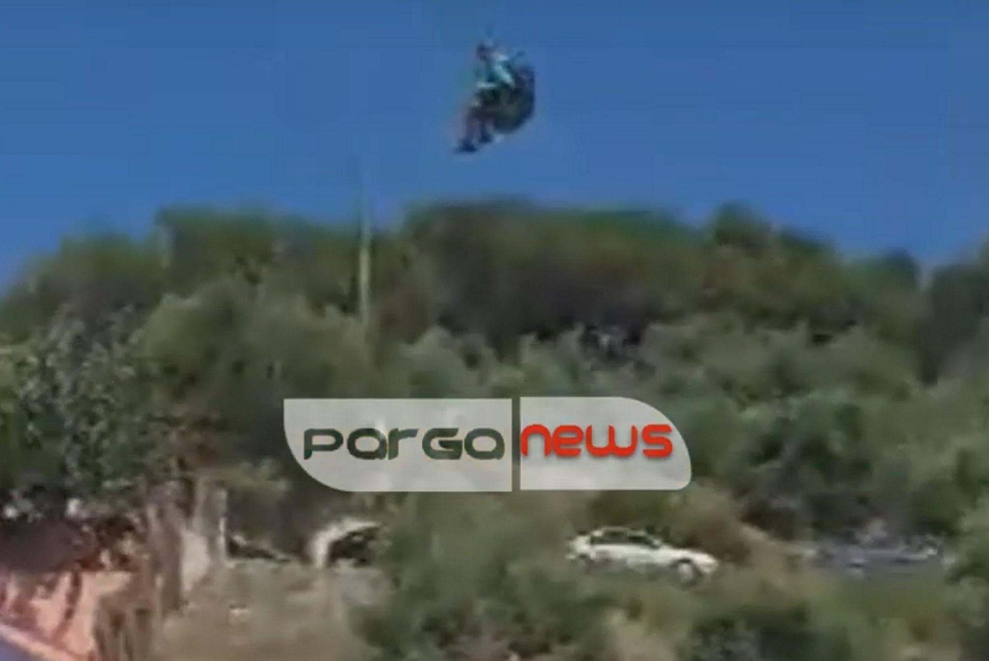 """Πάργα: Η στιγμή που αθλητής του παρά πέντε """"προσγειώνεται"""" σε παρμπρίζ αυτοκινήτου σε παραλία (Βίντεο)"""