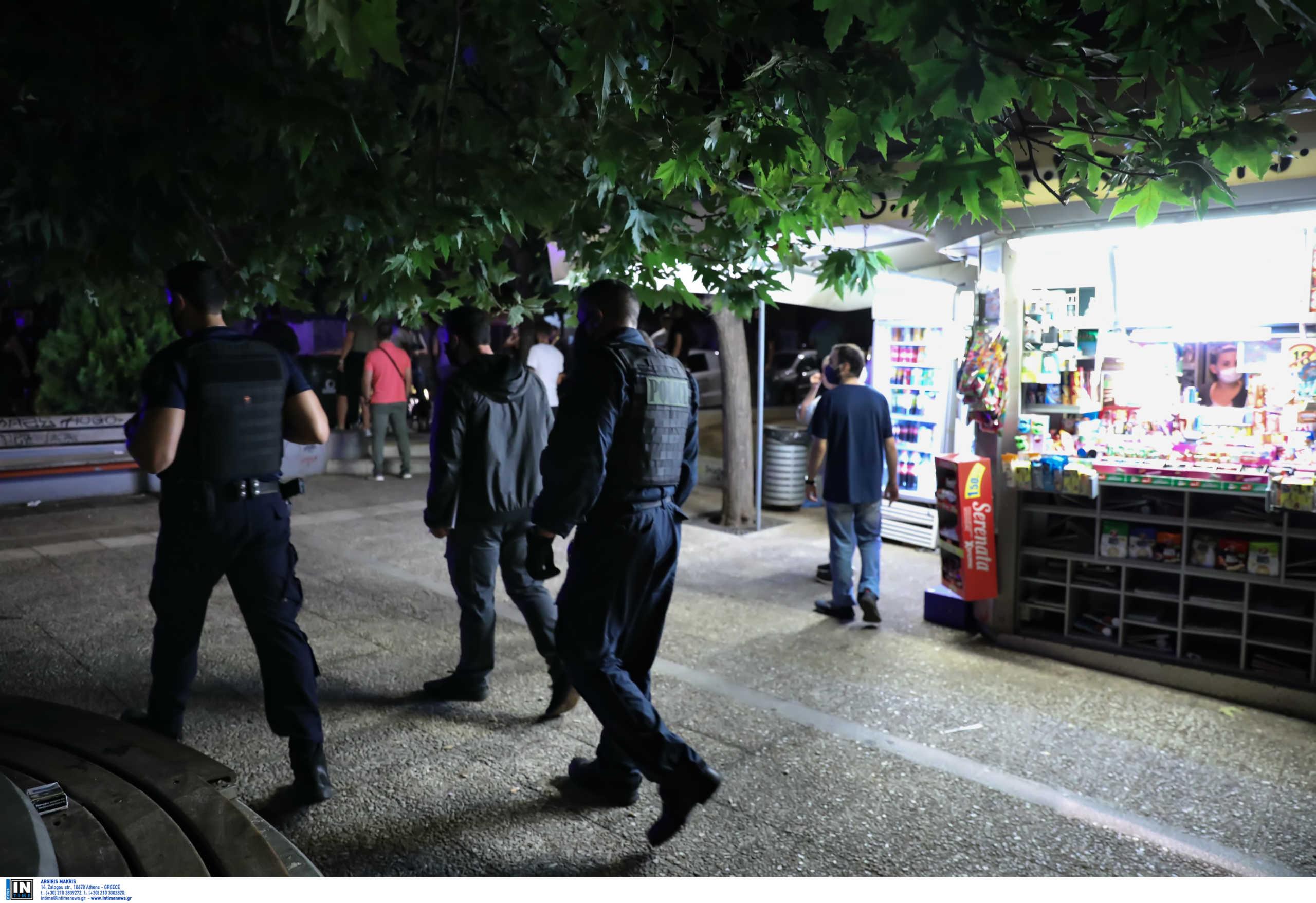 Κορονοϊός: Έκλεισαν τα μεσάνυχτα περίπτερα και κάβες – Περιπολίες από την ΕΛΑΣ