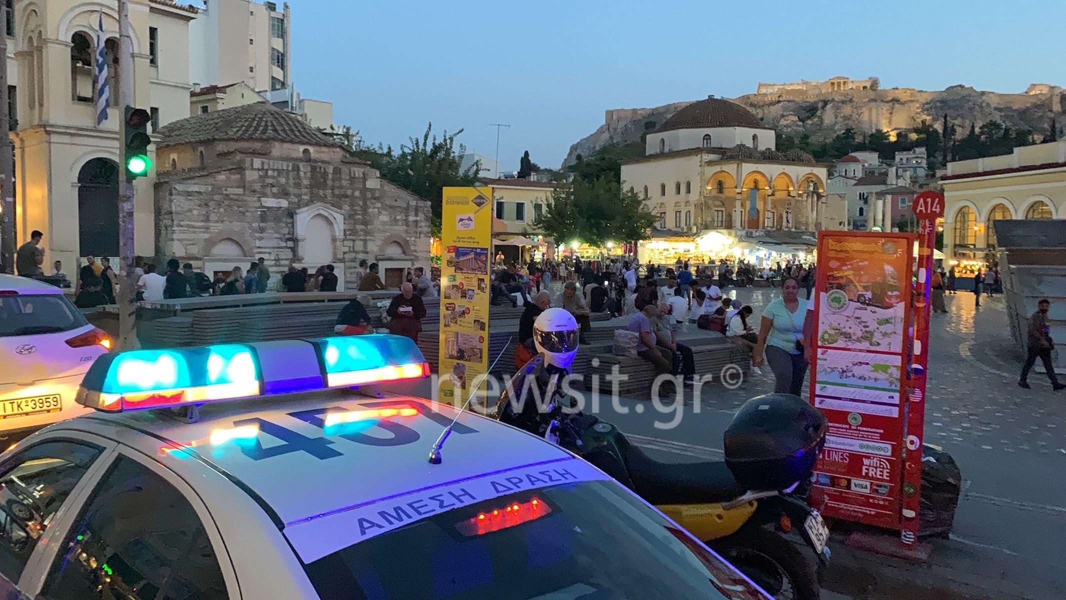 Κορονοϊός: Γέμισαν περιπολικά οι πλατείες – Από τα μεγάφωνα καλούν τους πολίτες να μην συνωστίζονται