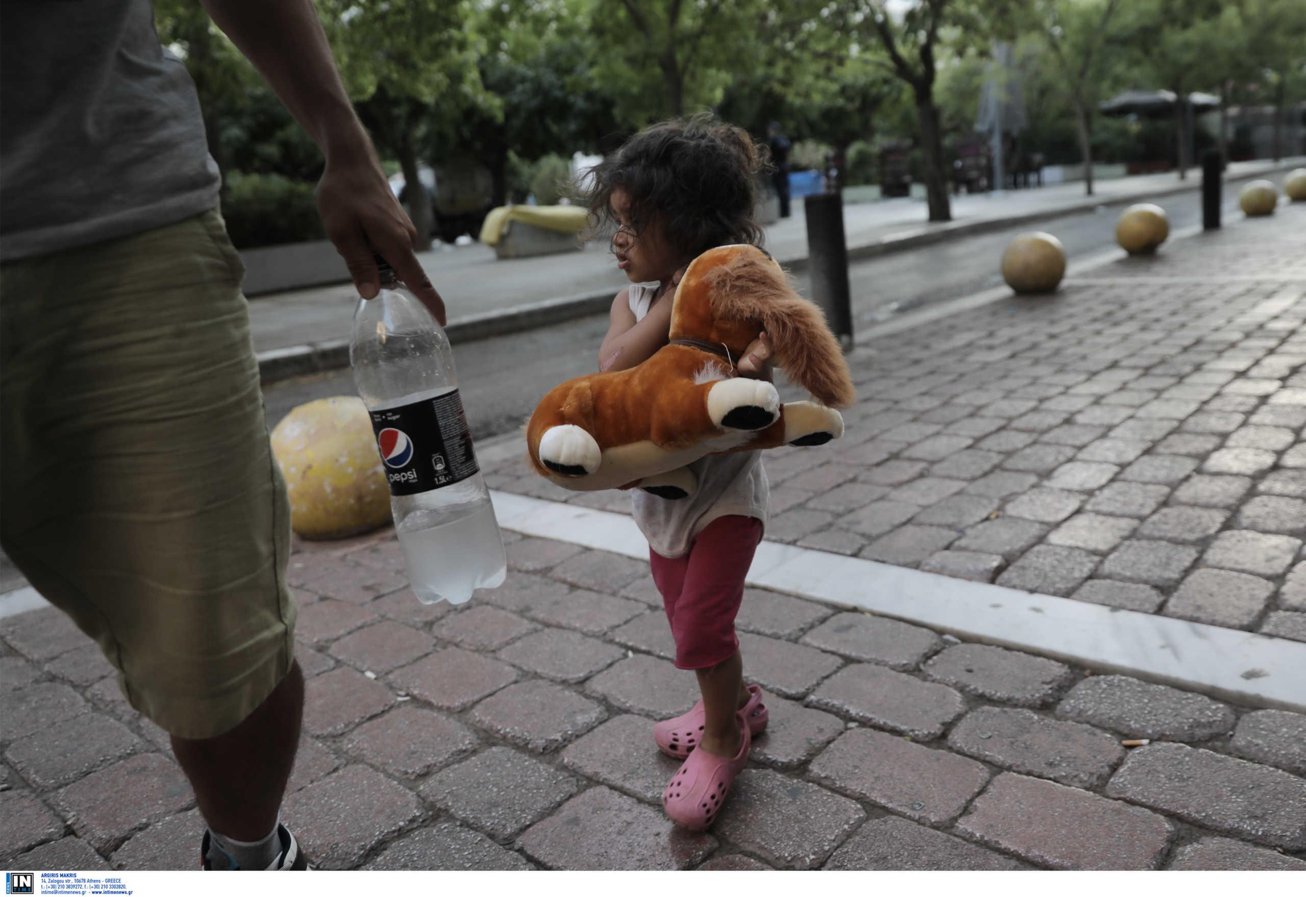 Πλατεία Βικτωρίας: Επιχείρηση της ΕΛΑΣ – Απομακρύνονται πρόσφυγες