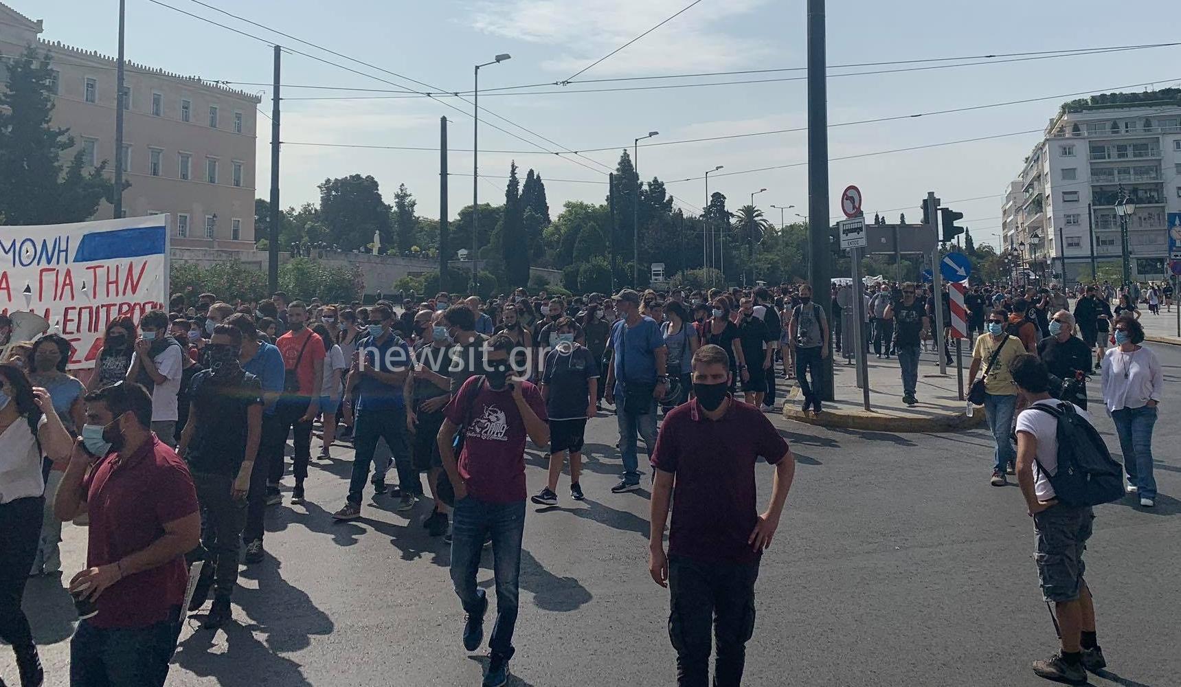 Πορείας το ανάγνωσμα στην Αθήνα – Μαθητές, εκπαιδευτικοί και εργαζόμενοι σε νοσοκομεία – Κλειστοί δρόμοι