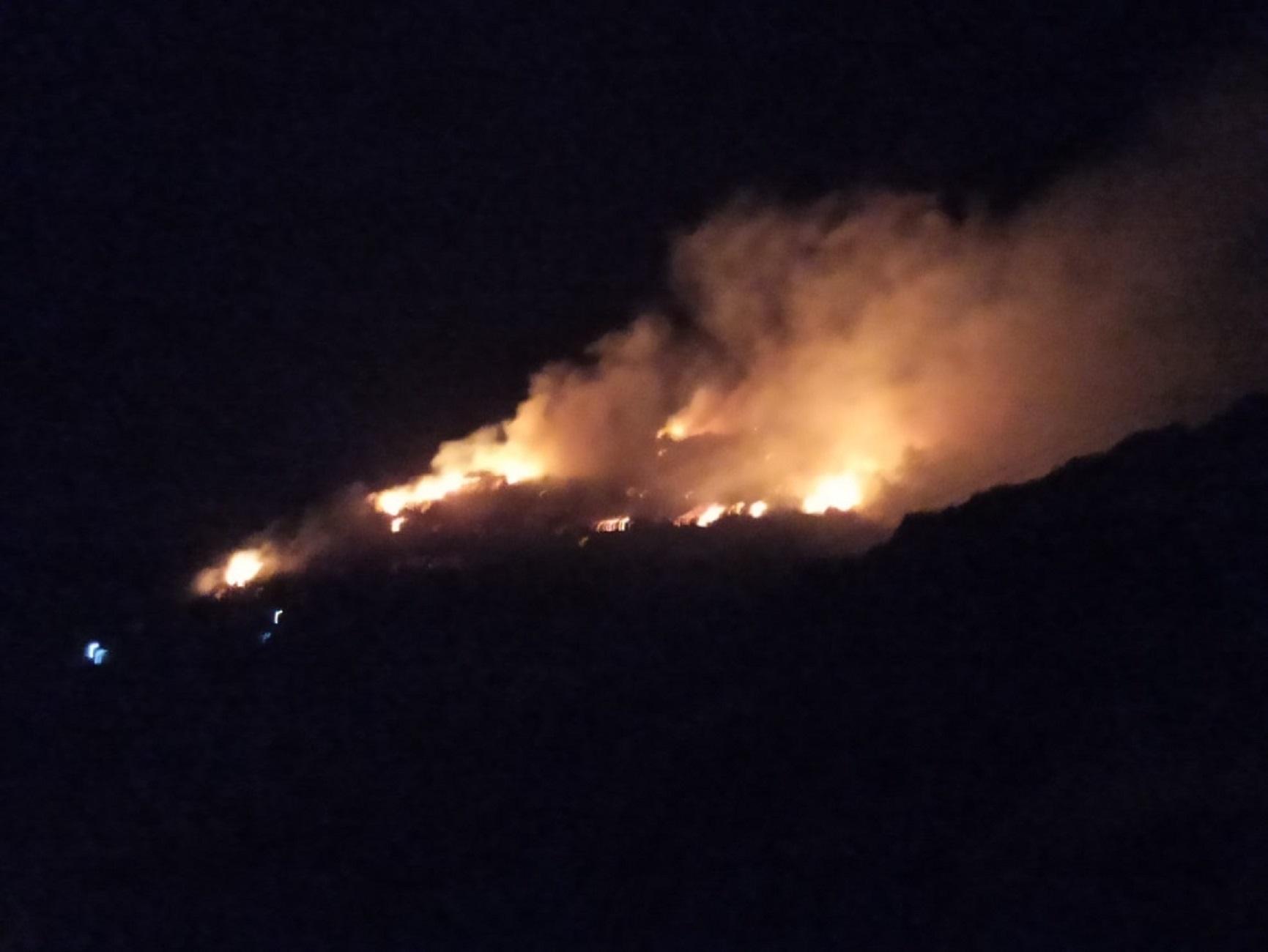 Σάμος: Έξι προσαγωγές για την φωτιά κοντά στο κέντρο μεταναστών