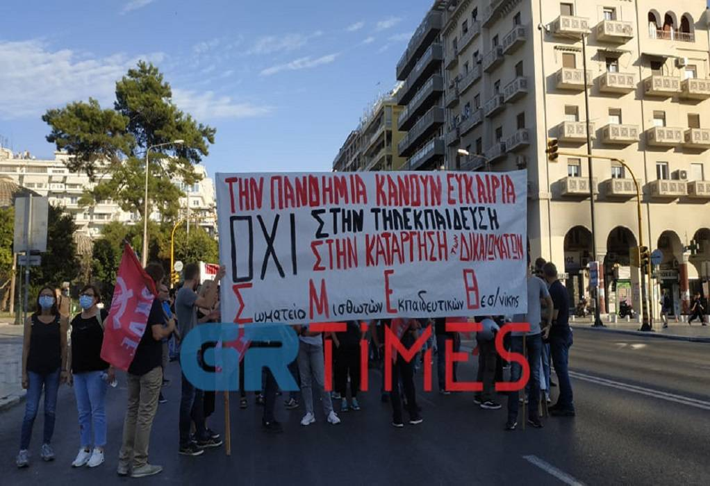 Θεσσαλονίκη: Διαδηλωτές και γύρω τους 50 διμοιρίες των ΜΑΤ! Κάγκελα παντού για τις πορείες (Φωτό)