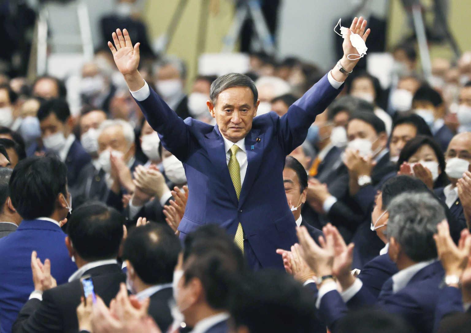 Γιοσιχίντε Σούγκα: Ποιος είναι ο νέος πρωθυπουργός της Ιαπωνίας