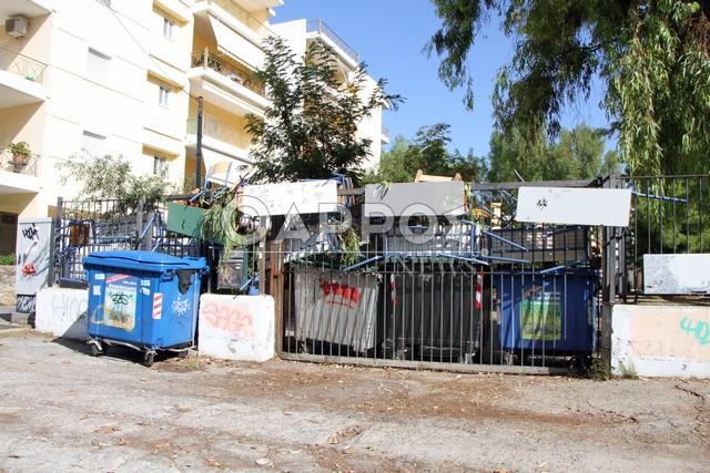 Γυαλιά καρφιά σε υπό κατάληψη σχολείο - Σε έξαλλη κατάσταση η διευθύντρια (pics)