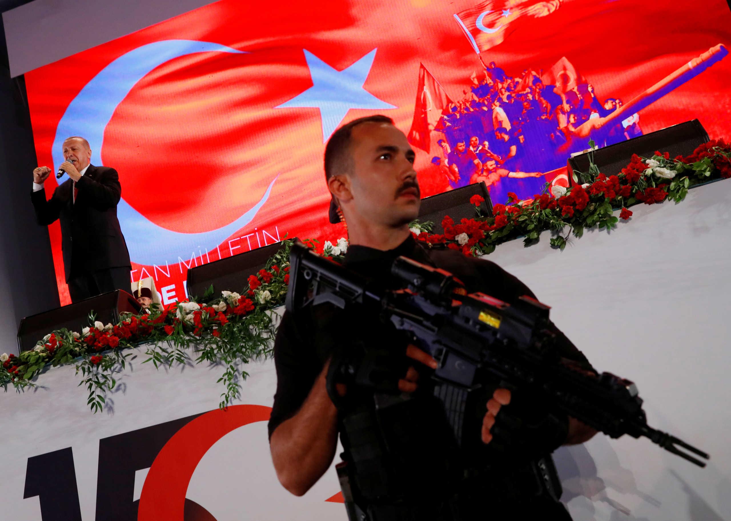 Τουρκία: Άλλα 304 εντάλματα συλλήψεων στρατιωτικών για σχέσεις με τον Γκιουλέν