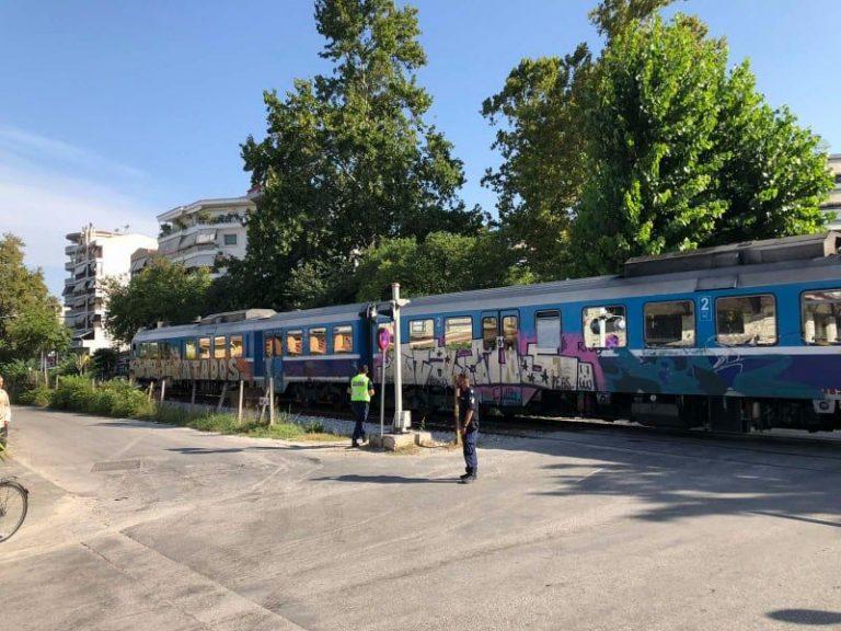 Τρίκαλα: Τρένο παρέσυρε γιαγιά σε διάβαση του ΟΣΕ! Στο νοσοκομείο βαριά τραυματισμένη (Φωτό)