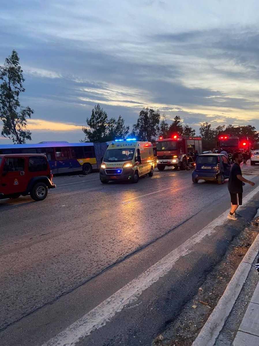 Τροχαίο σοκ ΙΧ και λεωφορείου στην Αγία Μαρίνα – Ένας χαροπαλεύει, ένας σοβαρά τραυματίας....
