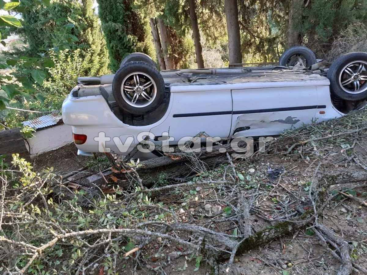 Φθιώτιδα: Οδηγούσε στα 17 και έζησε τον τρόμο στο τιμόνι! Αυτοψία στο σημείο που ανατράπηκε το αυτοκίνητο (Φωτό)