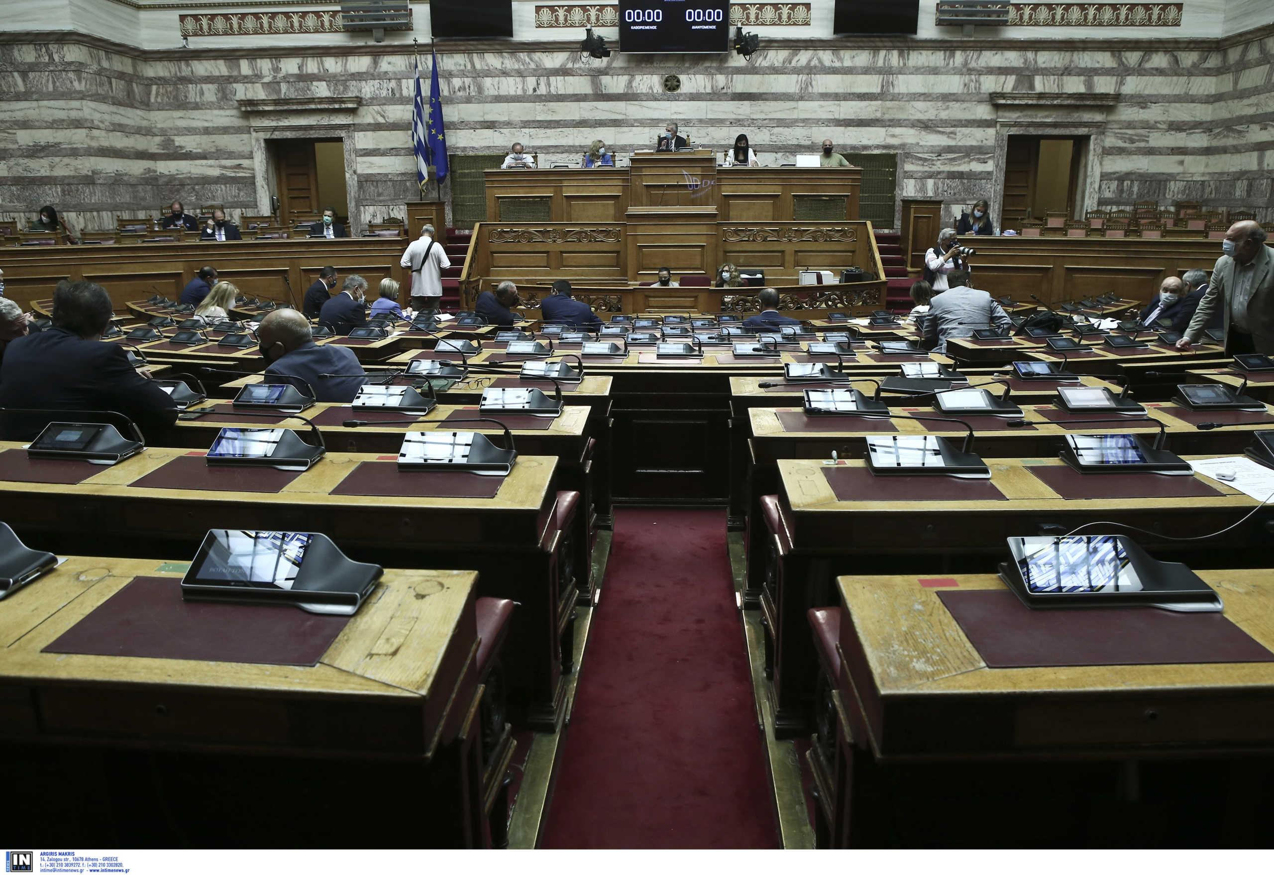 «Σκοτωμός» στη Βουλή μεταξύ κυβέρνησης και αντιπολίτευσης – Ιανός και κορονοϊός στο επίκεντρο  της αντιπαράθεσης