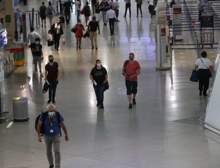 """Κορονοϊός: Νέες ταξιδιωτικές οδηγίες για """"κόκκινες"""" περιοχές"""