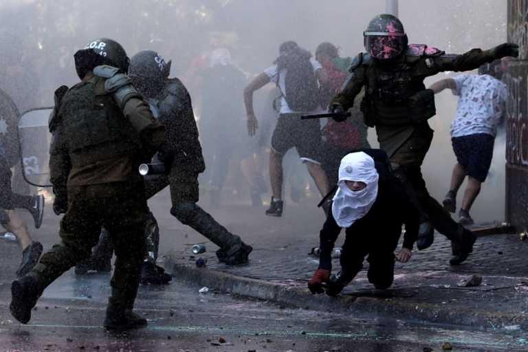 Χιλή: Η επέτειος που έφερε συγκρούσεις και εκατοντάδες συλλήψεις (pics)