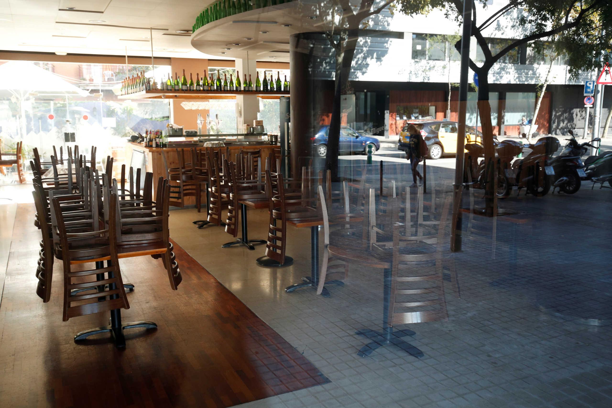 κλειστό κατάστημα λόγω κορονοϊού στη Βαρκελώνη της Ισπανίας