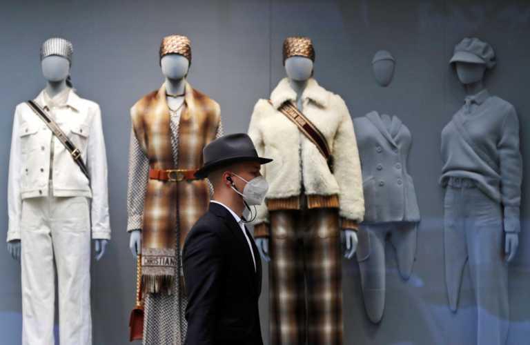 """Κορονοϊός: Λουκέτο σε καταστήματα και υπηρεσίες στην Τσεχία – """"Ψαλίδι"""" στις μετακινήσεις"""