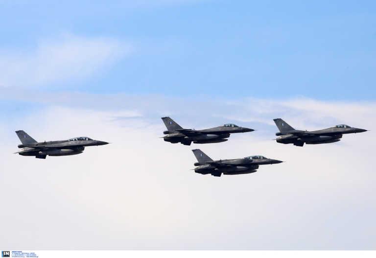 Θεσσαλονίκη: Δείτε το εκπληκτικό πέρασμα ελικοπτέρων και πολεμικών αεροσκαφών F 16 (Φωτό και Βίντεο)