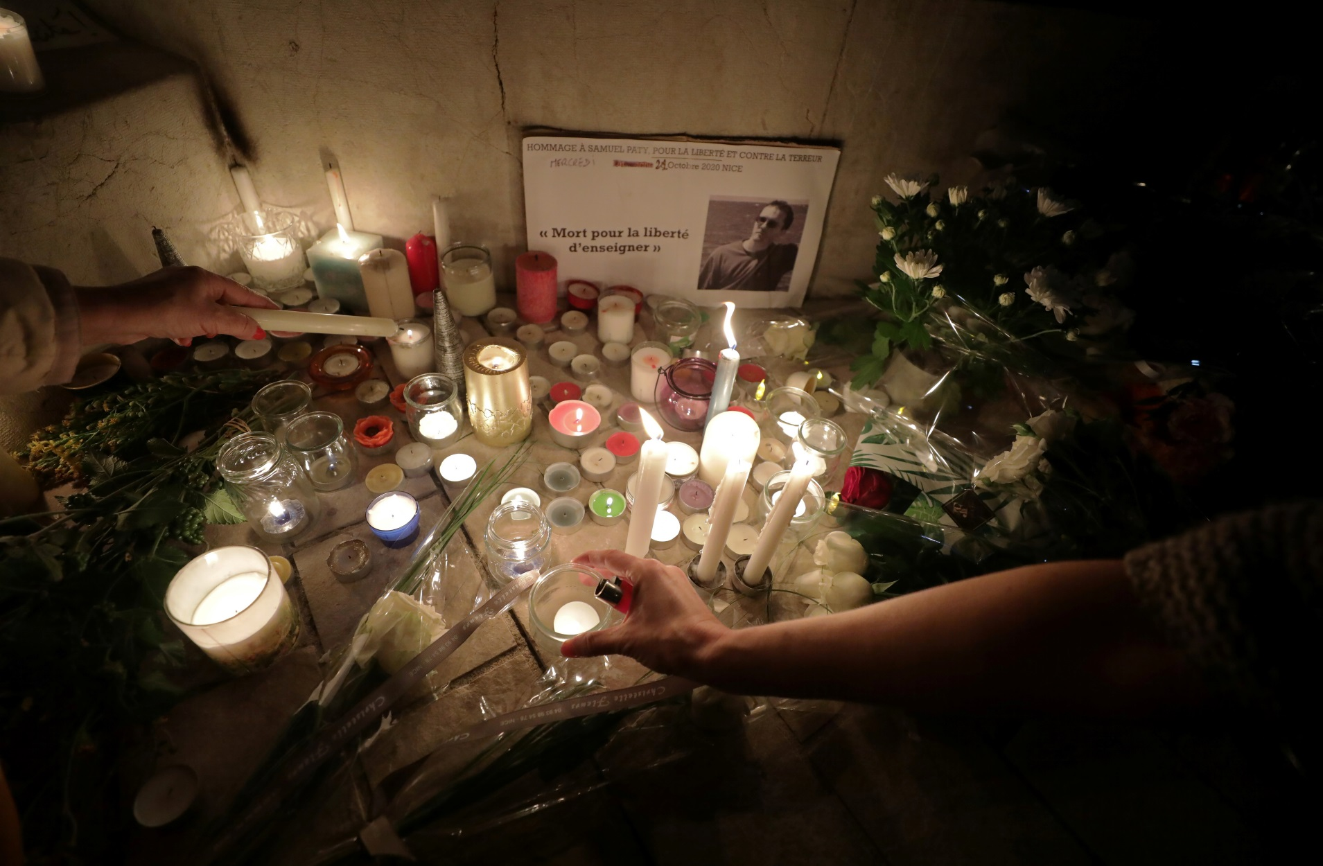 Γαλλία: Ο δολοφόνος του καθηγητή είχε έρθει σε επικοινωνία με τζιχαντιστή στη Συρία