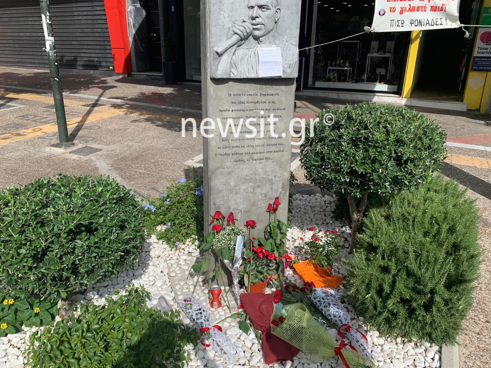 Παύλος Φύσσας: Γέμισε με λουλούδια το μνημείο του στο Κερατσίνι (pics)