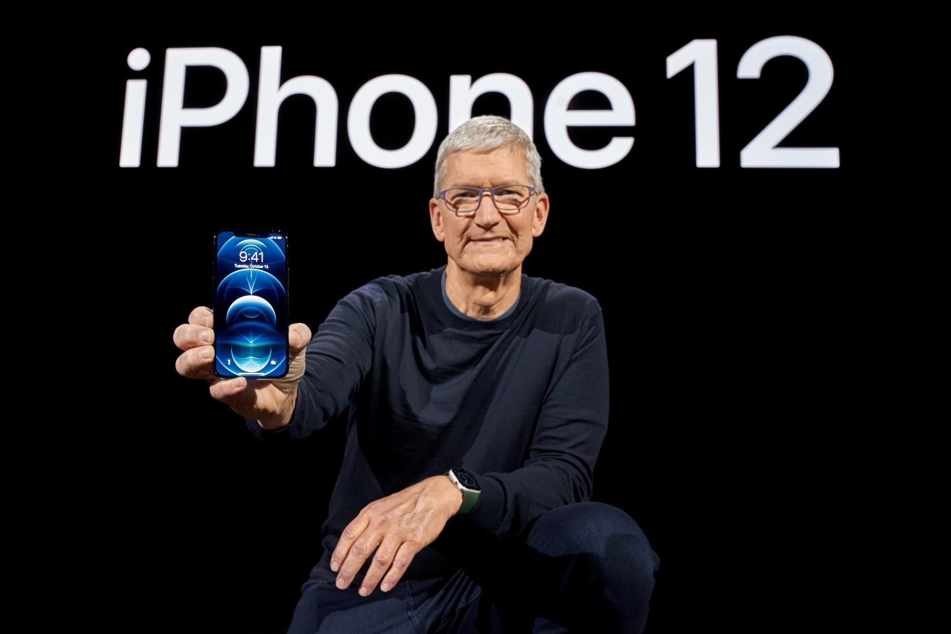 Αυτό είναι το iPhone 12 που μας  πηγαίνει στην εποχή του 5G (pics, video)