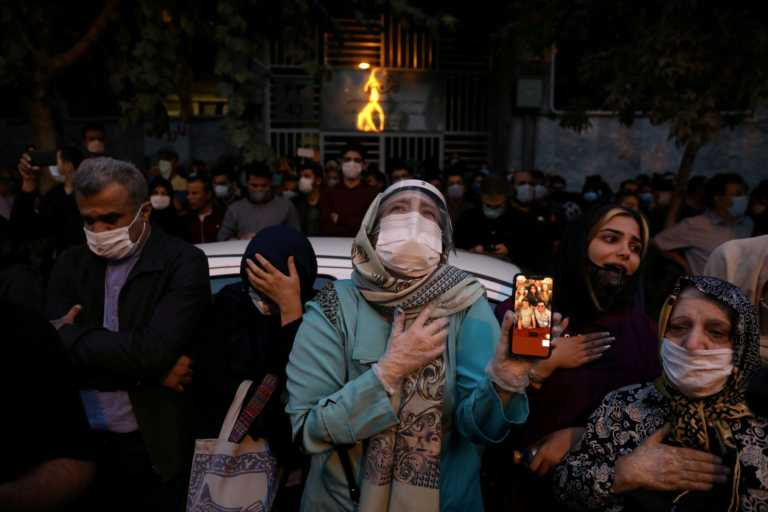 Πάνω από 5.600 κρούσματα κορονοϊού στο Ιράν