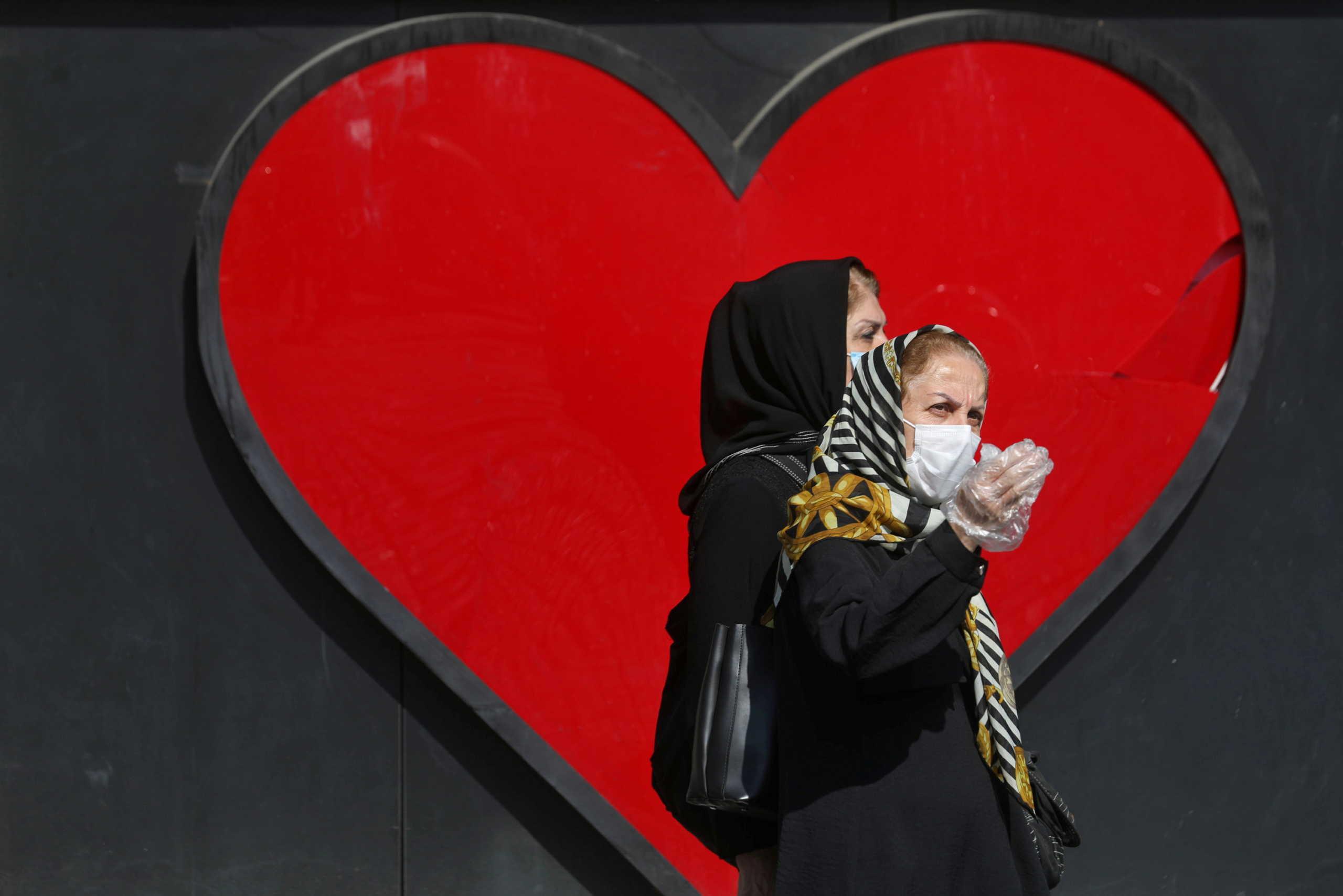 """""""Φλέγεται"""" το Ιράν: 399 θάνατοι και 8.293 κρούσματα κορονοϊού σε ένα 24ωρο"""