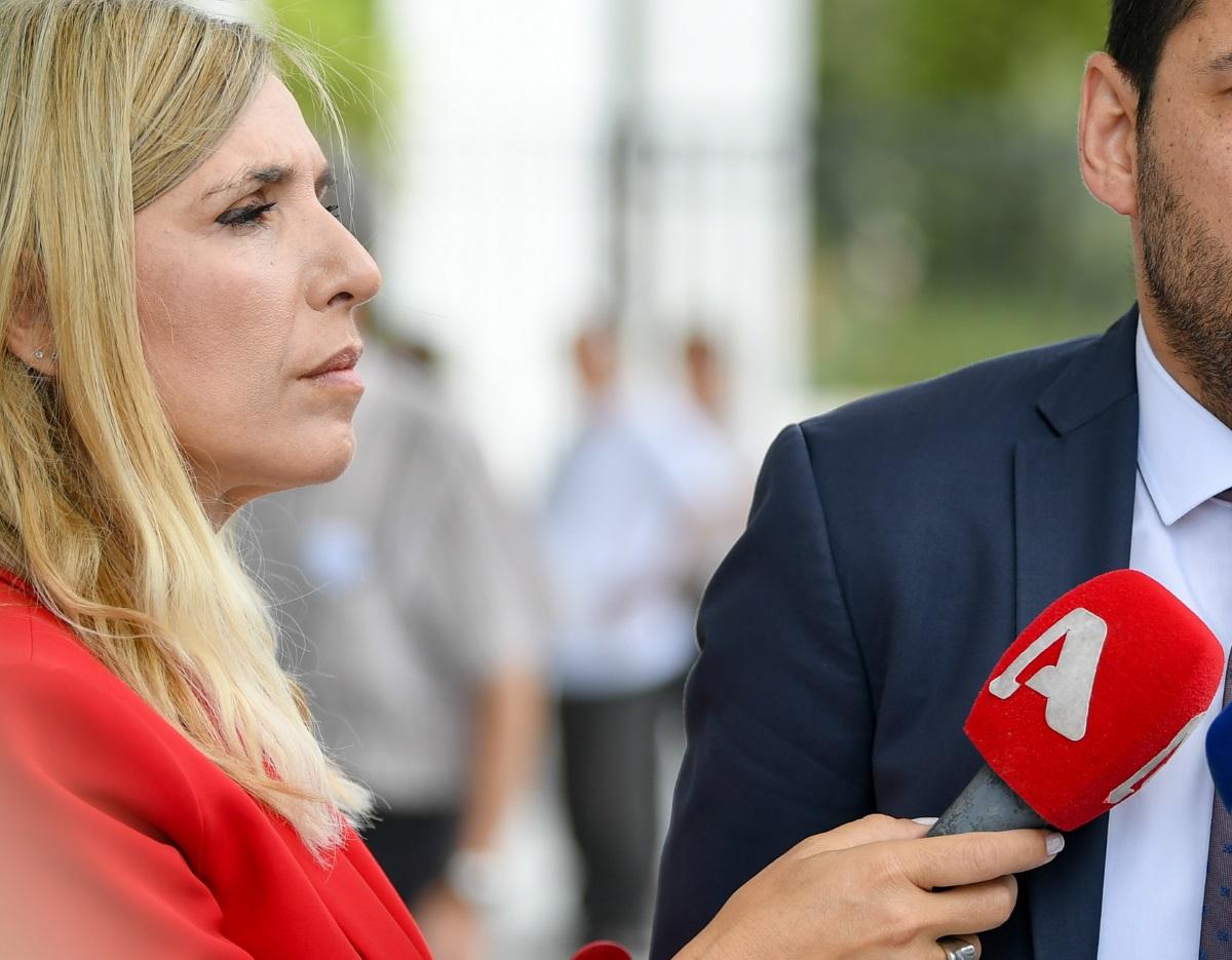 Ρένα Κουβελιώτη: Συγκινεί η μάχη της δημοσιογράφου με τη συρρίκνωση εγκεφάλου