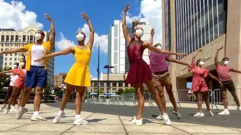 Το Dance Theatre of Harlem στους δρόμους της Νέας Υόρκης (video)