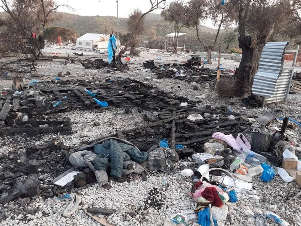 Μυτιλήνη: Στη φυλακή δύο ανήλικοι για τη φωτιά που κατέστρεψε τον καταυλισμό στη Μόρια (video)