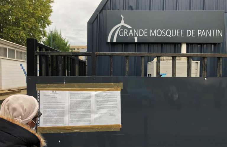 Γαλλία: Έκτακτα μέτρα σε ισλαμικά τεμένη – Μπαράζ απειλών σε αντίποινα για τον αποκεφαλισμένο καθηγητή