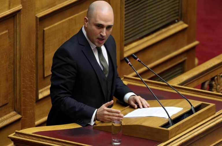 """""""Πόλεμος"""" ΝΔ – ΣΥΡΙΖΑ για Μπογδάνο: """"Στοχοποίηση και εκτόξευση λάσπης…"""""""