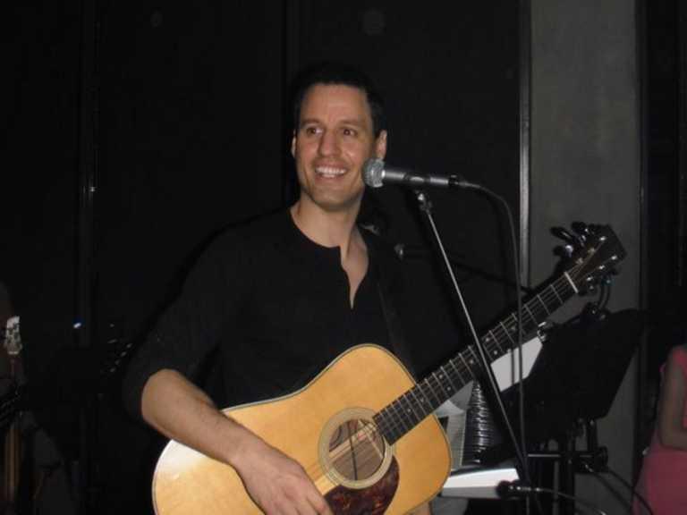 Γρηγόρης Πετράκος: Εκτός εαυτού η Ντέπυ Γκολεμά με τον τραγουδιστή