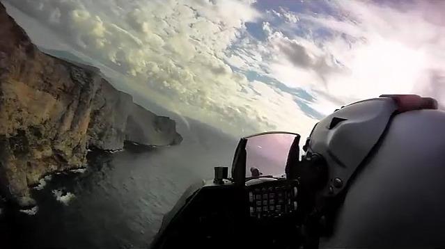 Στην «μέγγενη» των Ενόπλων Δυνάμεων από αέρα και θάλασσα το Oruc Reis (pics)