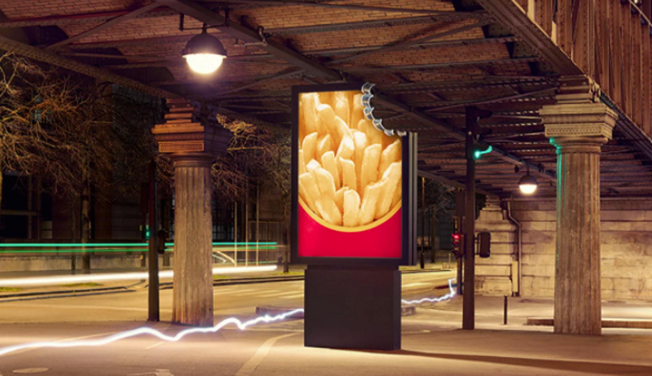 Παρίσι: «Δαγκωμένες Διαφημιστικές Πινακίδες» ανοίγουν την όρεξη