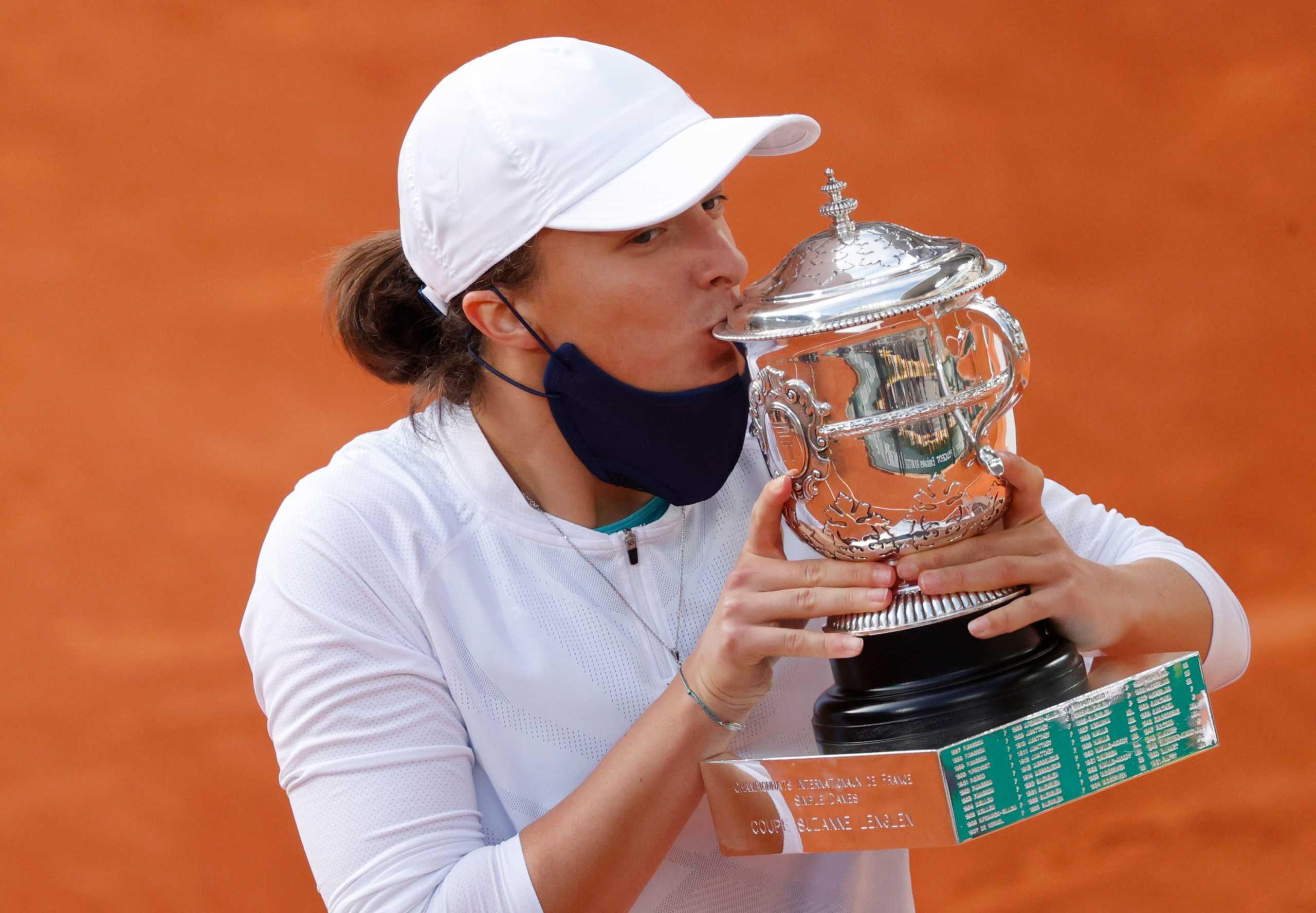 Η 19χρονη Σβιάτεκ στην… κορυφή του Roland Garros – Έφυγε τρέχοντας για την εξέδρα (video)
