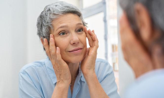 Εννέα αλλαγές που προκαλεί η εμμηνόπαυση στο δέρμα