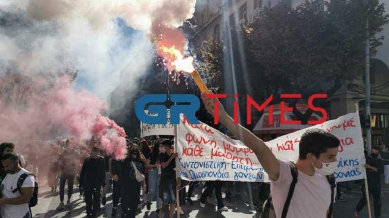 Με μάσκες και καπνογόνα το συλλαλητήριο των μαθητών στη Θεσσαλονίκη (video)