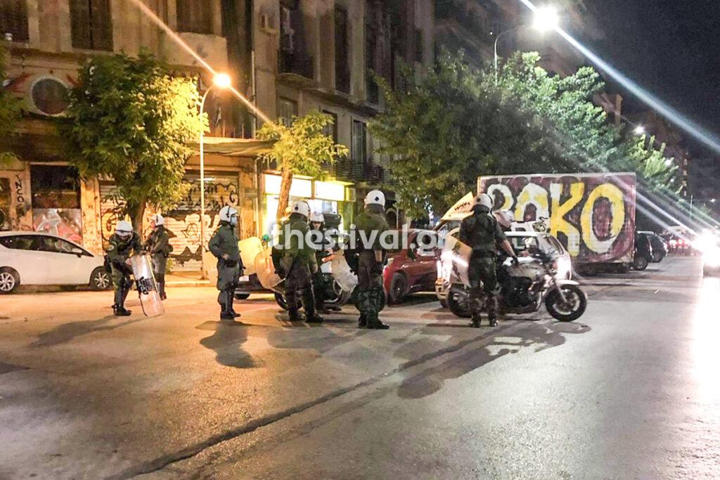 Θεσσαλονίκη: Επίθεση με μολότοφ σε διμοιρία των ΜΑΤ (pics, video)