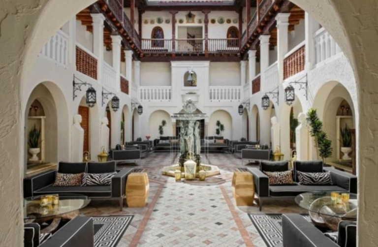 Διαμονή στο πρώην αρχοντικό του Versace στο Miami Beach