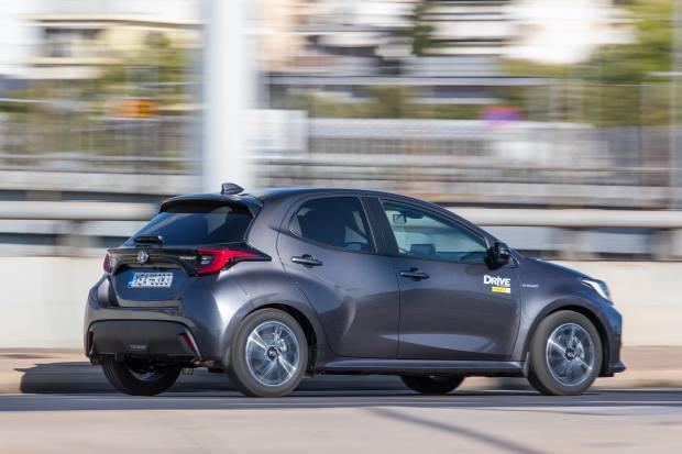 Δοκιμάζουμε το νέο Toyota Yaris Hybrid [vid]