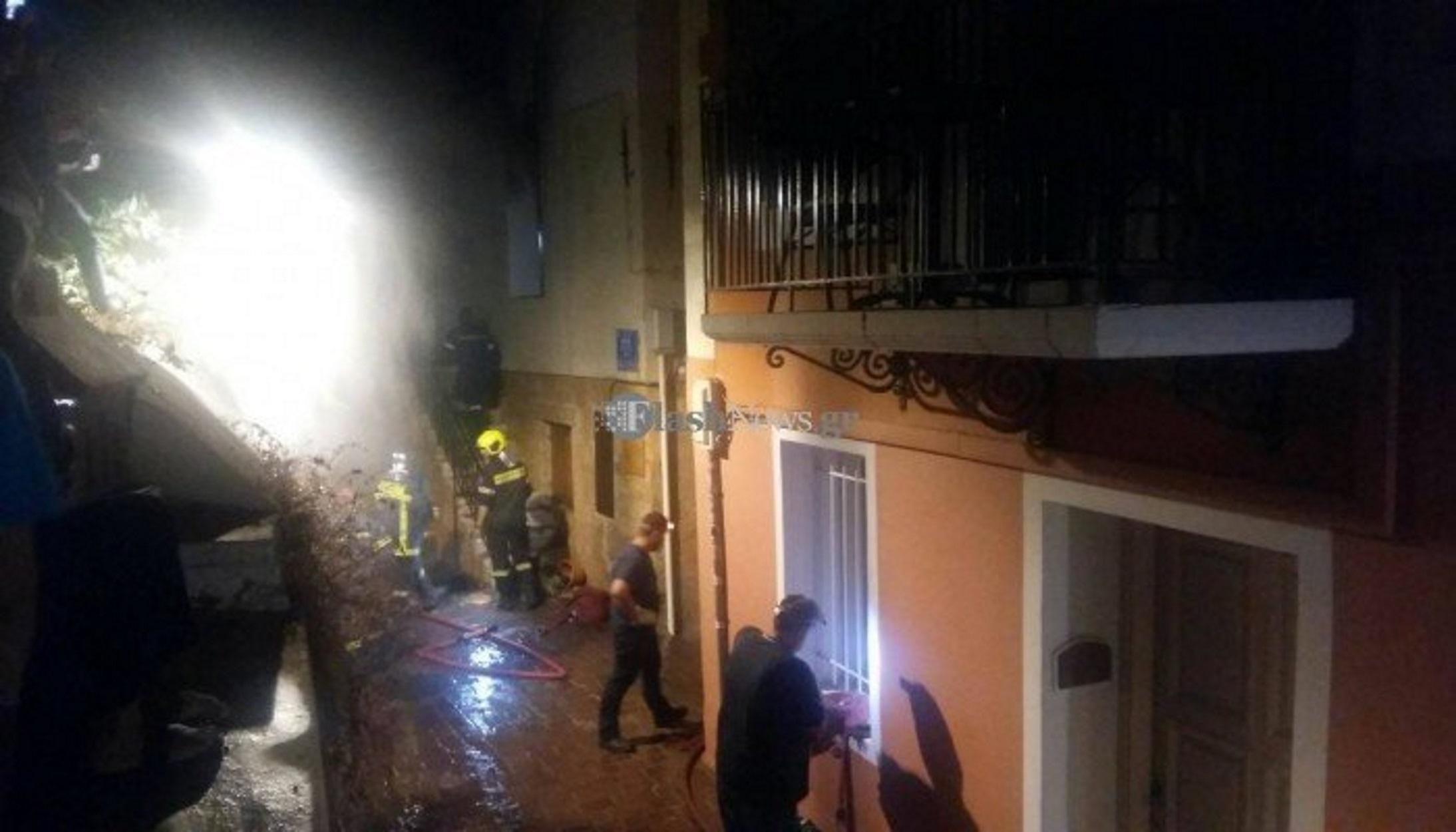 """Χανιά: Έβαλε φωτιά και έκαψε το σπίτι για να """"εκδικηθεί"""" την πρώην (video)"""