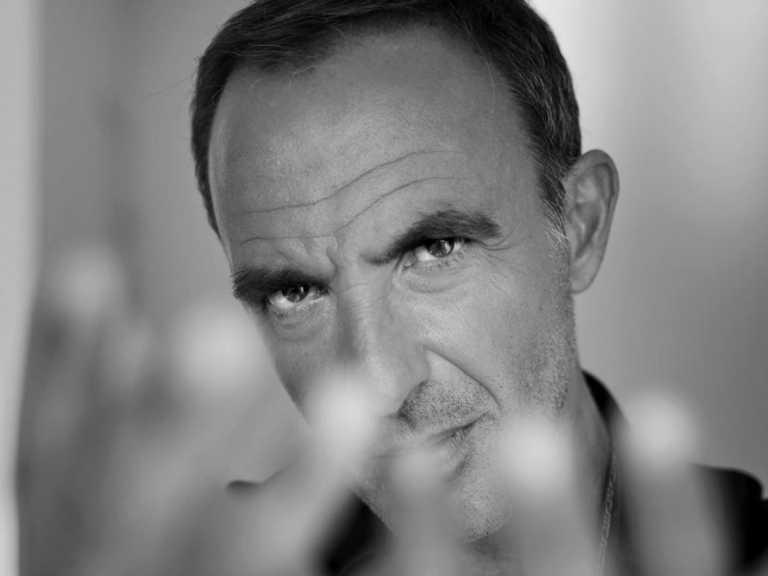 Νίκος Αλιάγας: Η συγκλονιστική εξομολόγησή του –  «Ζούσα σε μια σοφίτα 6 τμ χωρίς νερό»