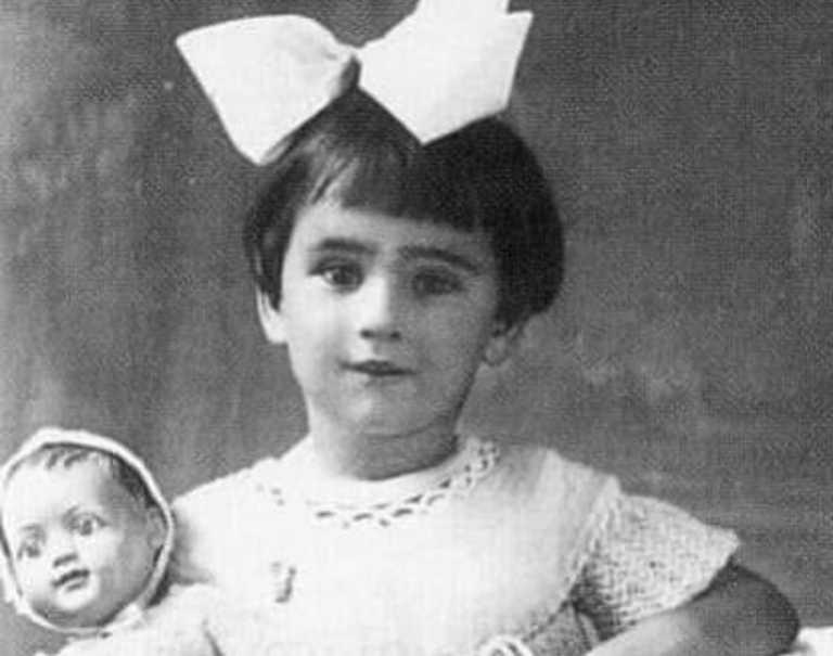 Το κοριτσάκι της σπάνιας φωτογραφίας έγινε μια από τις μεγαλύτερες Ελληνίδες σταρ!