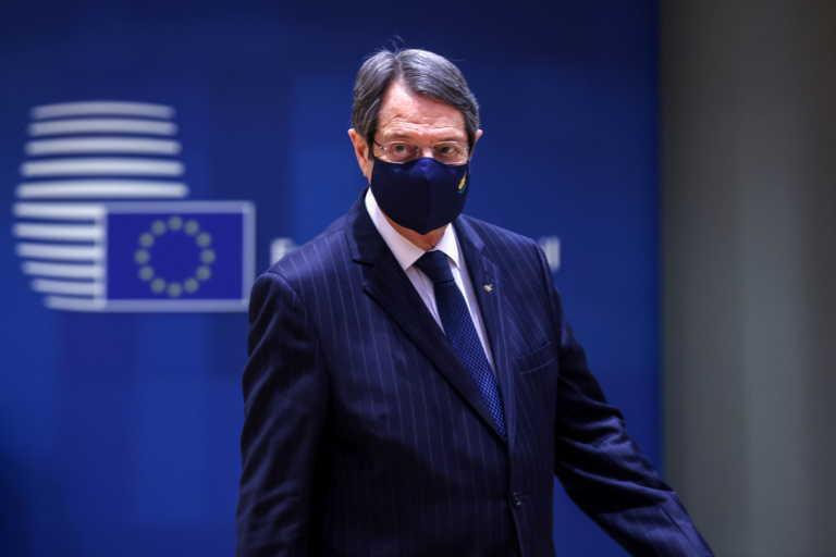 """Κυπριακό: """"Ψήνεται"""" η πενταμερής συνάντηση – """"Τα λένε"""" σήμερα Αναστασιάδης και Λουτ"""